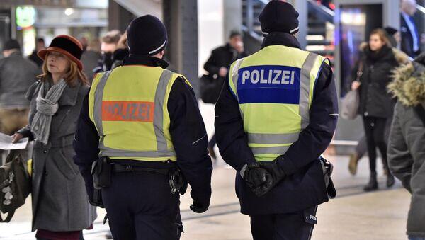 Policías en la estación de Colonia, Alemania - Sputnik Mundo