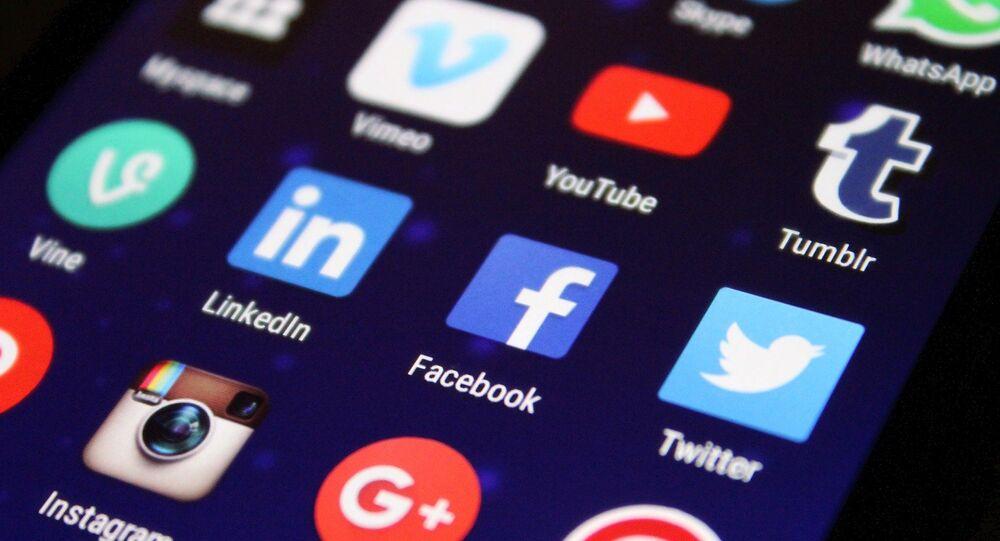 Aplicaciones en un celular (imagen referencial)