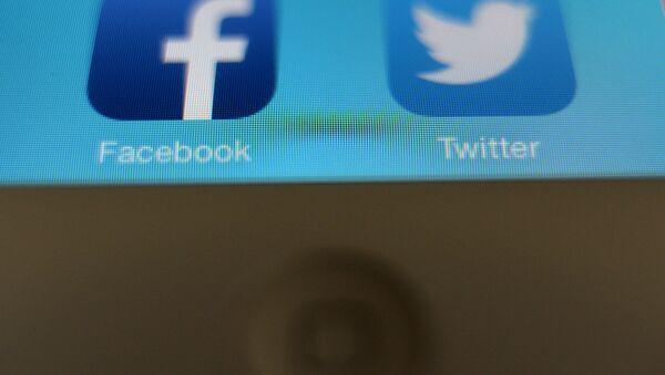 Evo Morales quiere regular el anonimato en las redes sociales en Bolivia - Sputnik Mundo