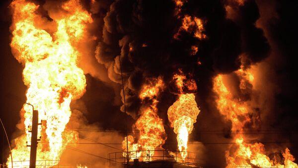 Incendio en un depósito de petróleo en Ucrania - Sputnik Mundo
