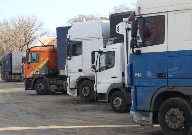 Camiones en la frontera ruso-ucraniana