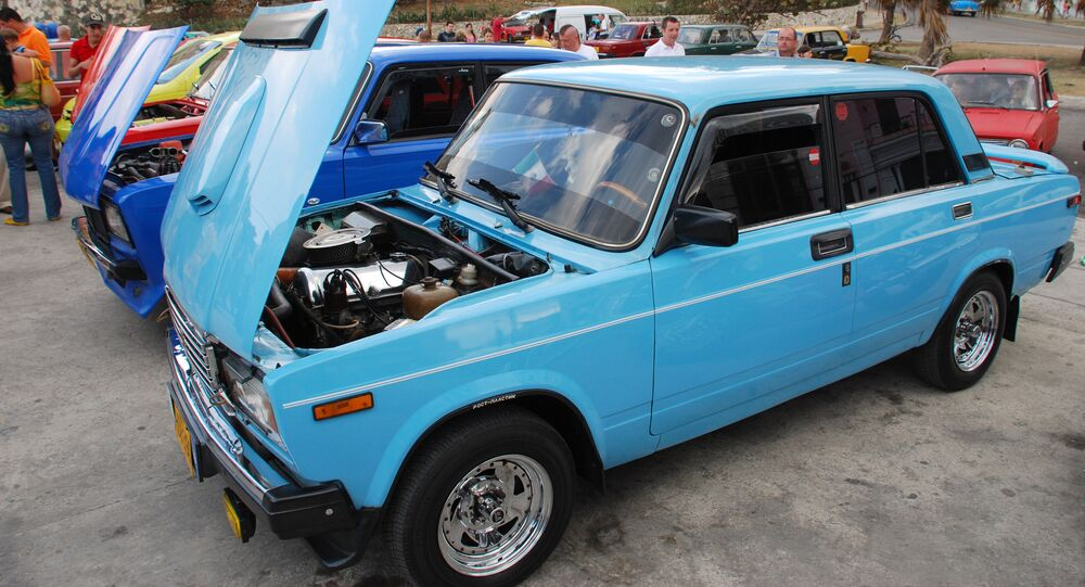 Concurso para el mejor coche ruso de la compañía AvtoVAZ en Cuba