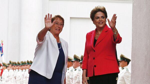 Michelle Bachelet, presidenta de Chile, y Dilma Rousseff, presidenta de Brasil - Sputnik Mundo