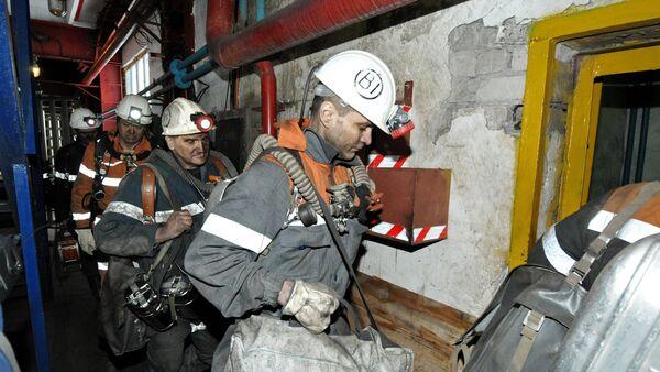 Equipos de rescate en la mina Sévernaya en Vorkutá - Sputnik Mundo