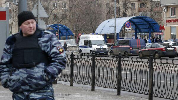 Policía en el lugar de detención de la sospechosa del asesinato de una niña de cuatro años - Sputnik Mundo