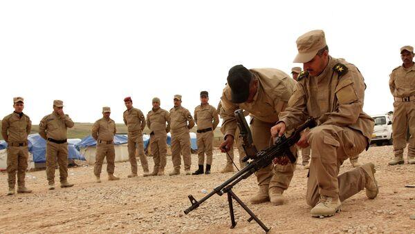 Voluntarios de Mosul preparándose para luchar contra Daesh - Sputnik Mundo