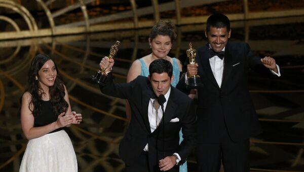 Gabriel Osorio recibe el Oscar al mejor cortometraje Historia del Oso - Sputnik Mundo