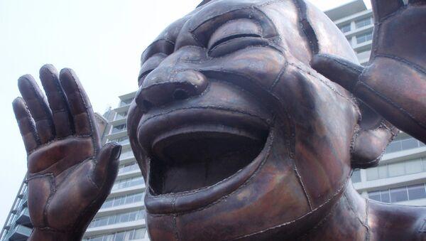 Estatua sonriente - Sputnik Mundo
