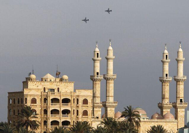 Aviones rusos sobrevuelan la ciudad de Latakia, Siria.