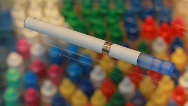 Cigarrillo electrónico (imagen referencial) - Sputnik Mundo