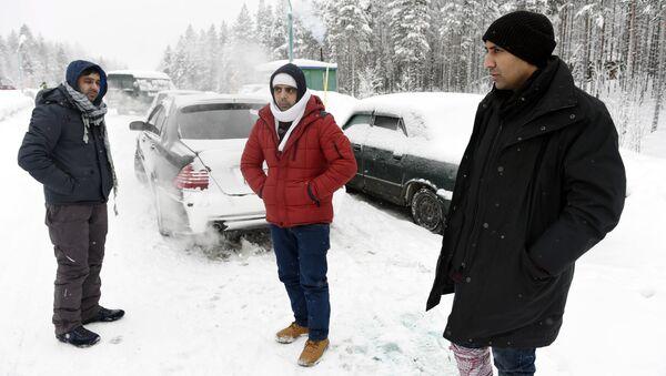 Refugiados en la frontera entre Rusia y Finlandia - Sputnik Mundo