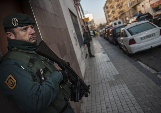 La Guardia Civil de España detiene al miembro de ISIS (archivo)