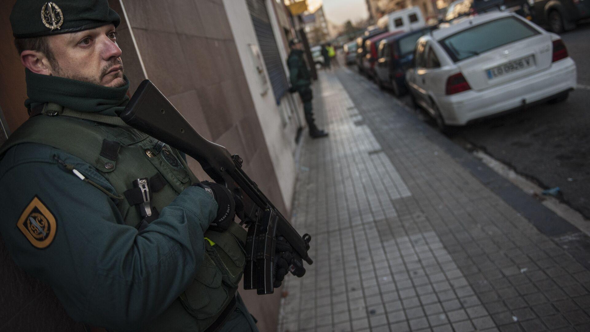 Imagen de archivo de la Guardia Civil de España cuando detiene a un miembro de ISIS en 2015 - Sputnik Mundo, 1920, 11.03.2021