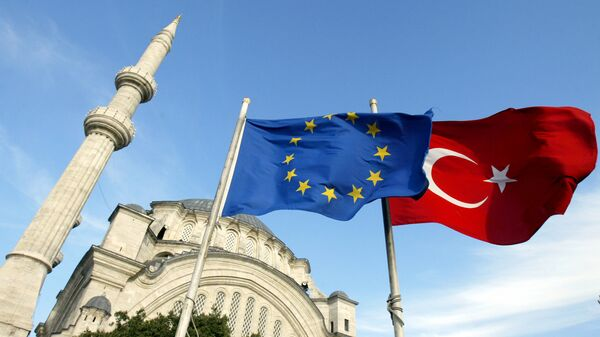 Banderas de la UE y de Turquía en Estambul (archivo) - Sputnik Mundo