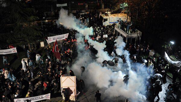 Policía turca irrumpe en la sede del diario opositor Zaman - Sputnik Mundo