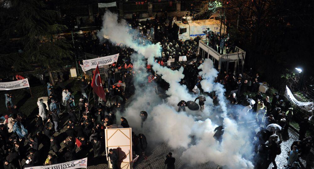 Policía turca irrumpe en la sede del diario opositor Zaman