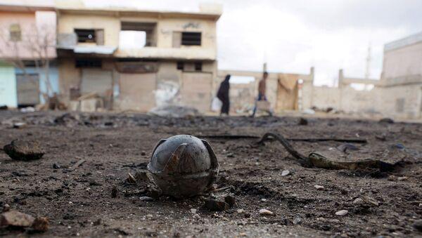 Artefacto explosivo en una de las calles de Al-Ghariya, Deraa, Siria - Sputnik Mundo