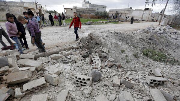 Edificio destruido en Idlib, Siria - Sputnik Mundo