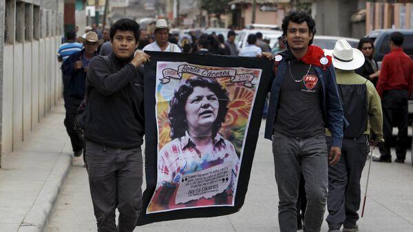 Los participantes del funeral de la dirigente popular indígena Berta Cáceres - Sputnik Mundo
