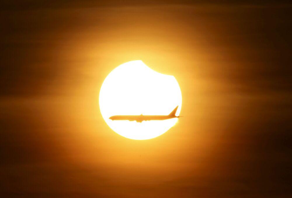 Así fue el primer eclipse solar total de 2016