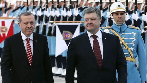 Recep Tayyip Erdogan, presidente de Turquía, y Petró Poroshenko, presidente de Ucrania - Sputnik Mundo
