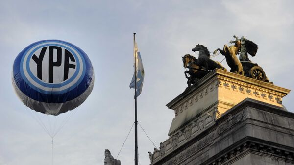 An inflatable baloon with the Argentine national oil company YPF logo floats in the air in front the Congress bulding before the voting of the bill nationalizing the company, on May 3, 2012 - Sputnik Mundo