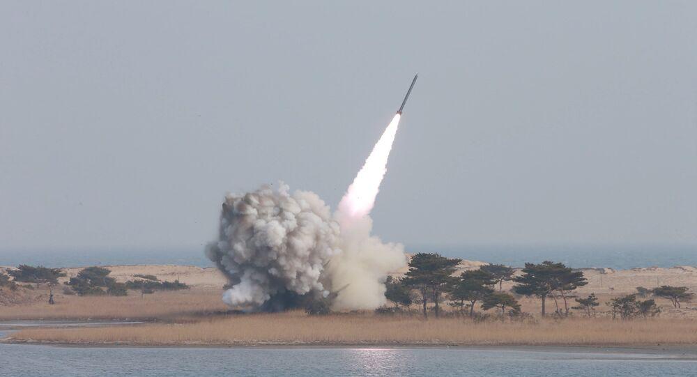 Corea del Norte ensaya misiles (archivo)
