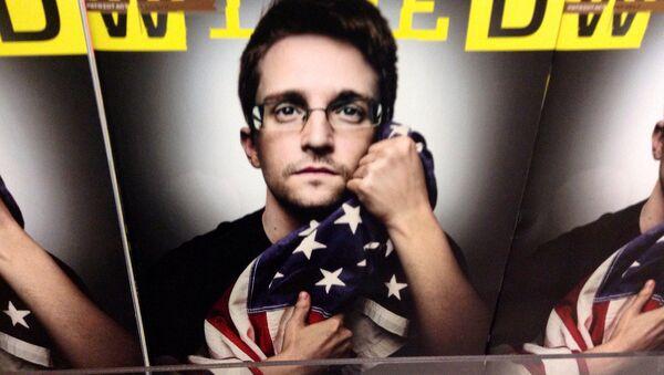 Edward Snowden en la portada de la revista Wired - Sputnik Mundo