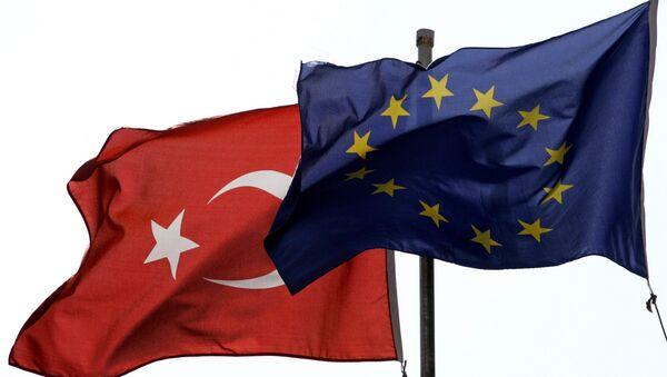 Las banderas de la UE y Turquía - Sputnik Mundo