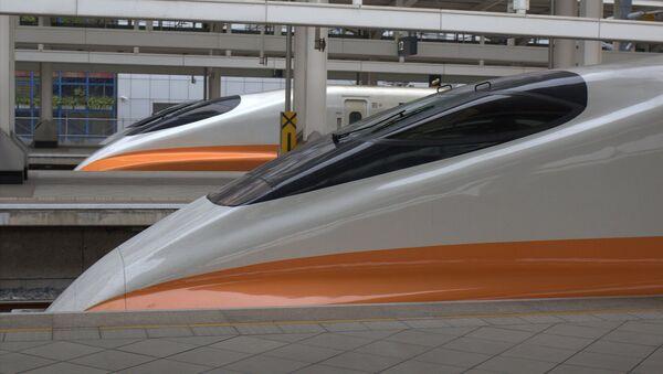Viaje por Europa en ocho minutos: Eslovaquia construirá un tren supersónico - Sputnik Mundo