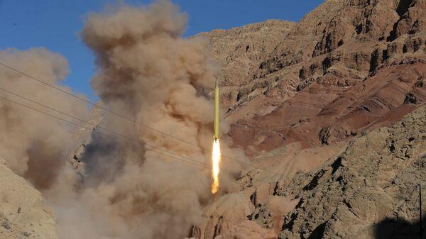 Un misil balístico iraní (archivo) - Sputnik Mundo