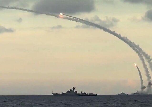 Misiles 'Kalibr' siendo usados por las fuerzas rusas.