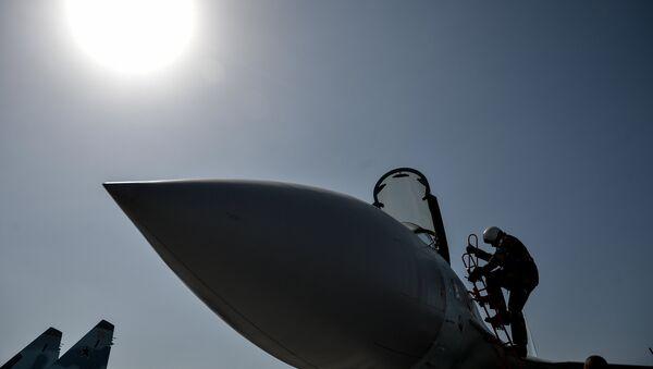Piloto ruso en la base aérea siria de Hmeymim - Sputnik Mundo