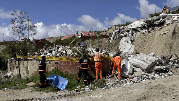 Consecuencias de un deslizamiento de tierra cerca de La Paz, Bolivia - Sputnik Mundo