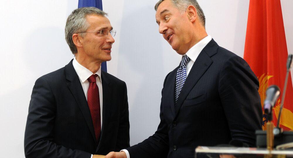 Secretario general de la OTAN, Jens Stoltenberg, y primer ministro de Montenegro, Milo Djukanovic