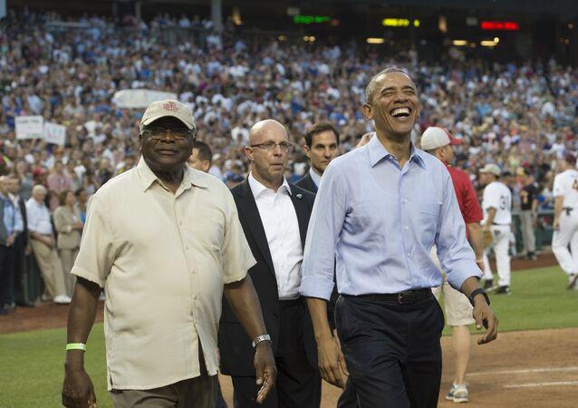 Barack Obama durante un partido de béisbol