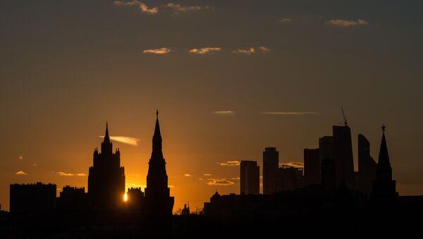 La vista al edificio del Ministerio de Exterior de Rusia y el Kremlin - Sputnik Mundo