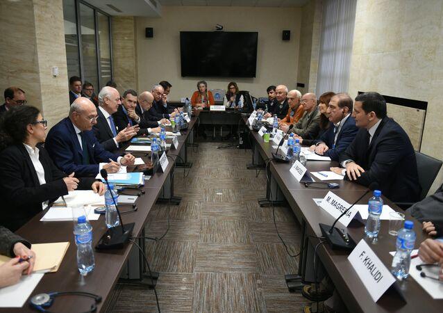 Nueva ronda de las consultas intersirias en Ginebra