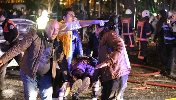 Los socorristas en el lugar del atentado en Ankara - Sputnik Mundo