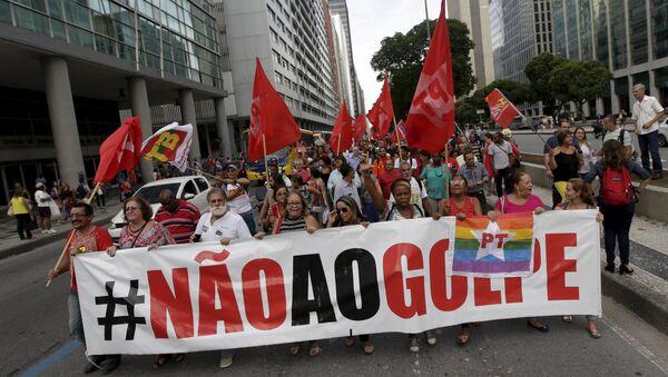 Manifestación en apoyo al gobierno actual de Brasil en Río de Janeiro - Sputnik Mundo