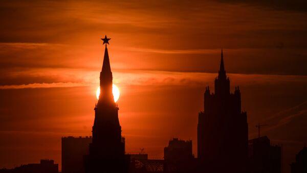 Una de las torres del Krémlin, Moscú - Sputnik Mundo