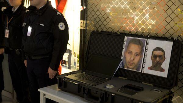 La orden de búsqueda de Salah Abdeslam (izda.), principal sospechoso de los ataques en París - Sputnik Mundo