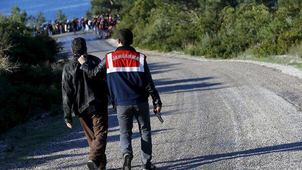 Más de 1.700 migrantes indocumentados detenidos en Turquía - Sputnik Mundo