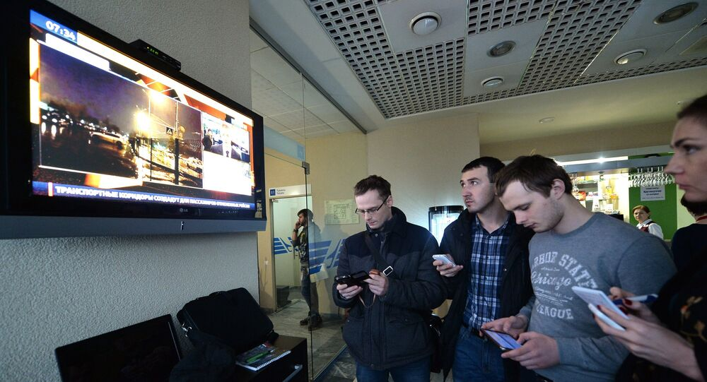 Personas en el aeropuerto de Rostov en el Don