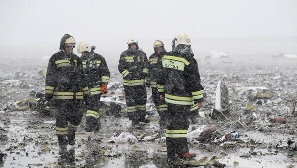 Equipos de rescate en el lugar del siniestro del Boeing en Rostov on Don, Rusia - Sputnik Mundo