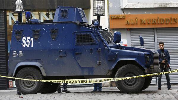 Los policías en el lugar del atentado en el centro de Estambul - Sputnik Mundo