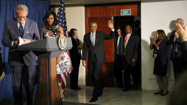 Presidente EEUU Barack Obama con su esposa Michelle y el embajador de EEUU Jeffrey DeLaurentis en La Habana - Sputnik Mundo