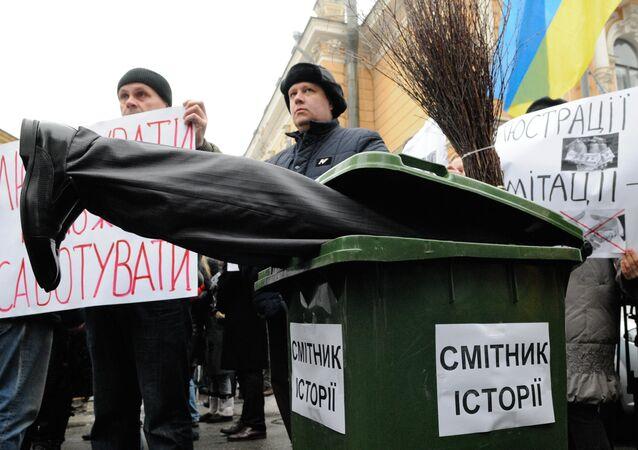Manifestación de apoyo la depuración en Kiev (Archivo)