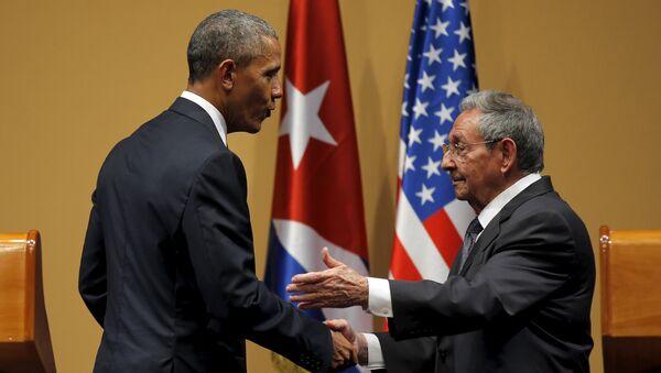 Barack Obama, presidente de EEUU, y Raul Castro, presidente de Cuba - Sputnik Mundo