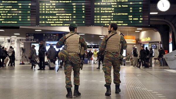 Soldados belgas en el aeropuerto de Bruselas (archivo) - Sputnik Mundo